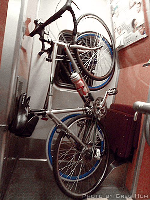 vertical-bikes-on-train